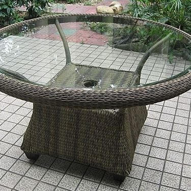 Dining Table (S) w/Glass on Woven Top